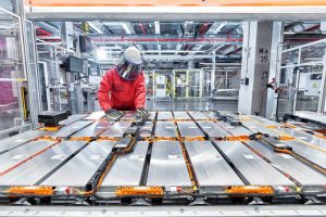 Battery-packs-are-assembled-Stefan-Warter-AUDI-AG-1024x683